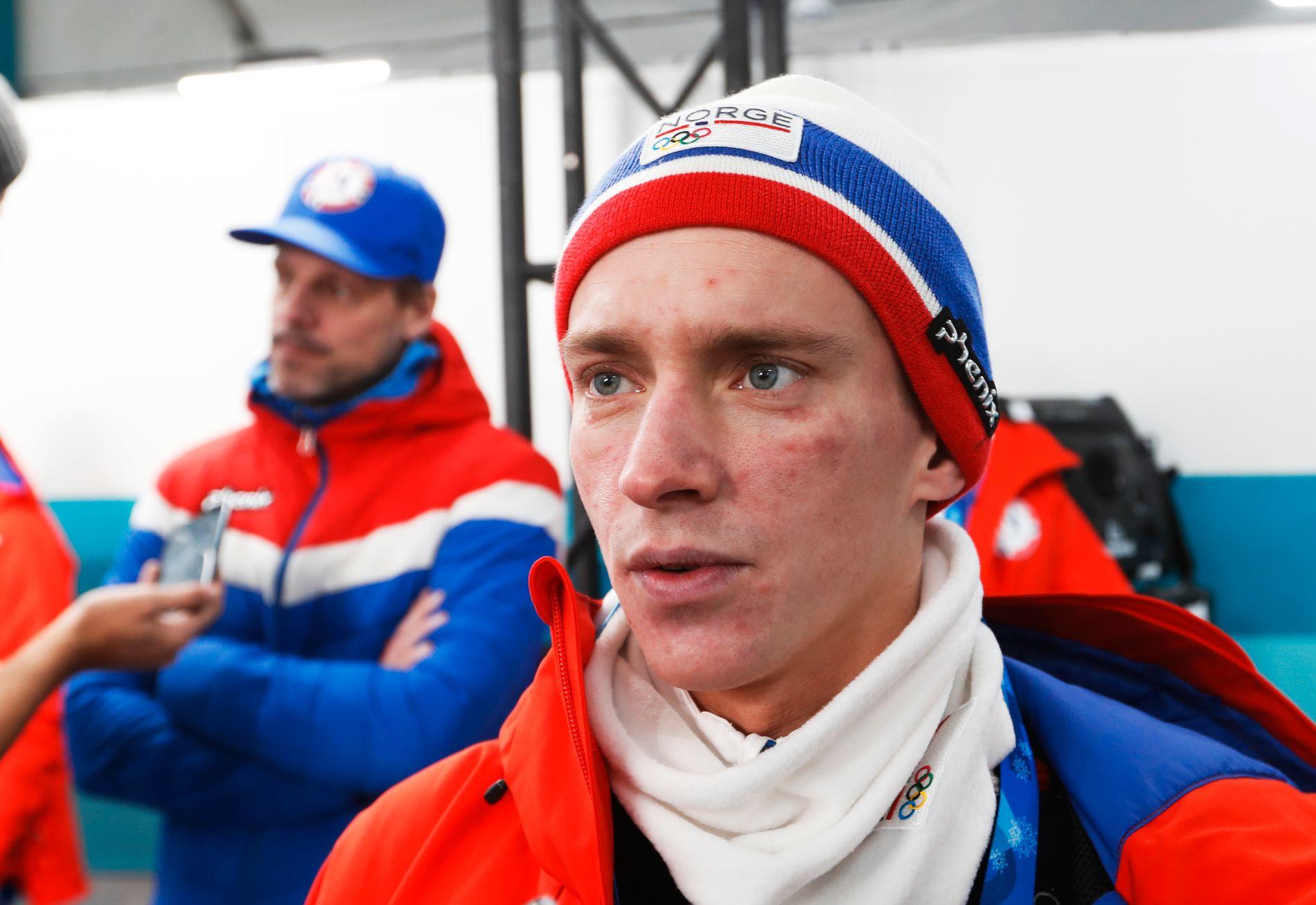 PÅ TRIBUNEN: Anders Fannemel hoppet dårligere enn Andreas Stjernen og kommer ikke på det norske laget i den første hoppkonkurransen i Pyeongchang.