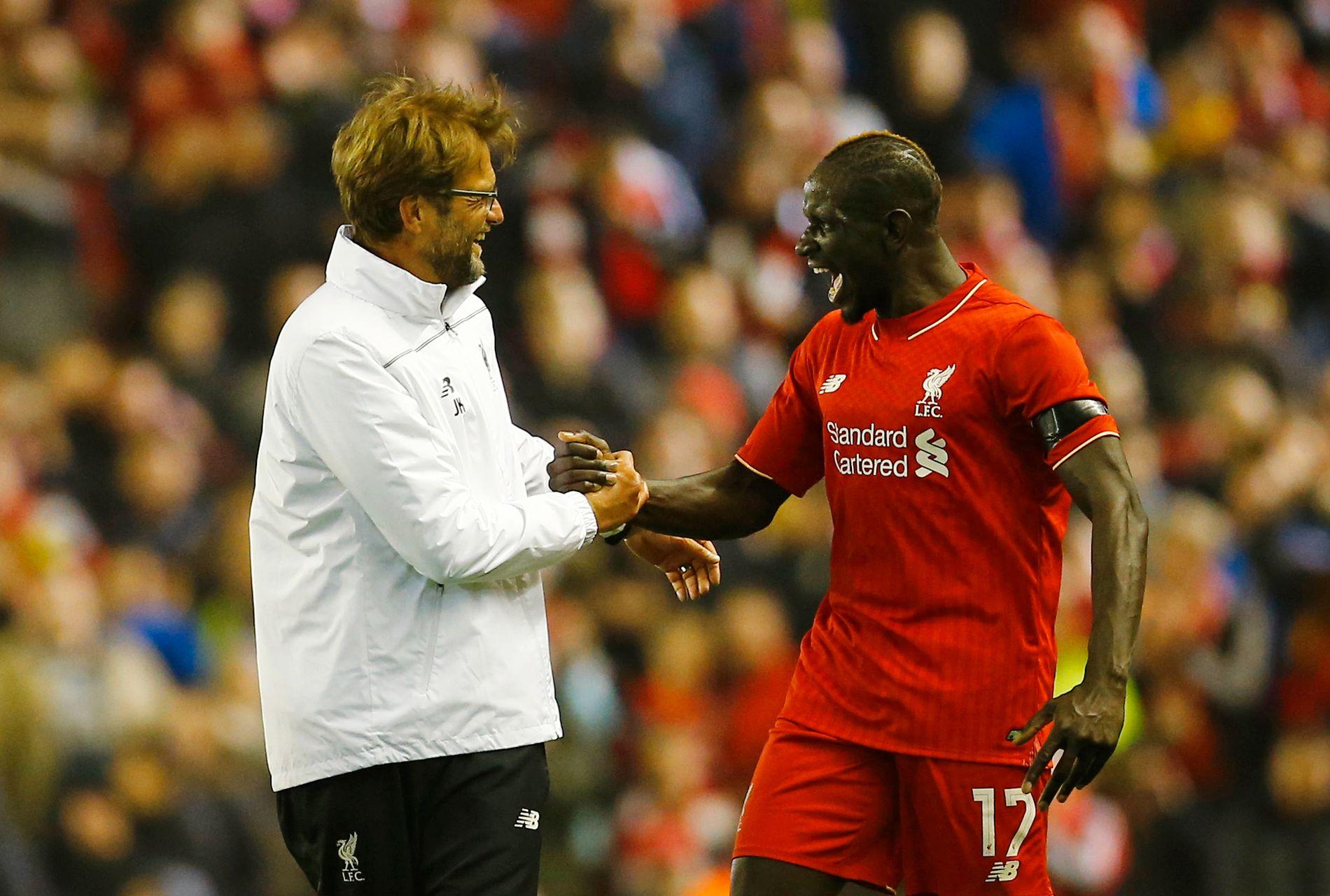 UTESTENGT: Liverpool-stopper Mamadou Sakho, som her feirer med trener Jürgen Klopp, har testet positivt for et fettforbrennende stoff.