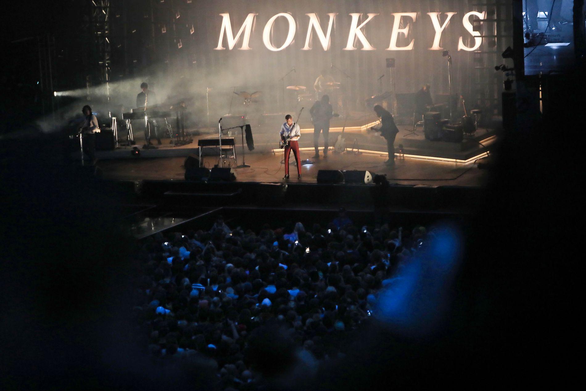 PÅ ØYA: Artic Monkeys spilte onsdag kveld.