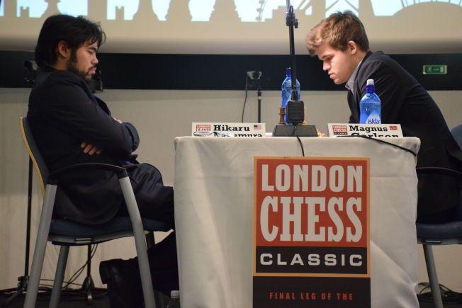 KAMPHANER: Hikaru Nakamura og Magnus Carlsen har hatt flere verbale slagsvekslinger de siste årene. Fredag møttes de i London Chess Classic.