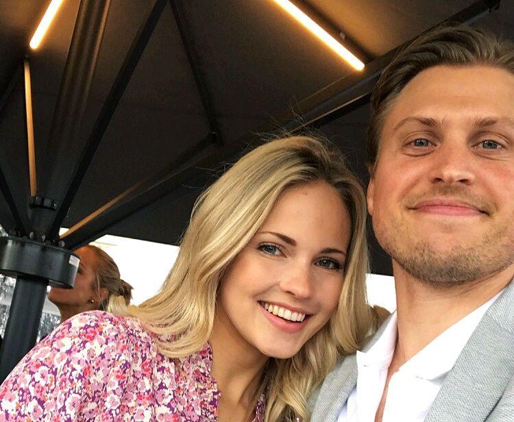 Et «selfie» av Emilie «Voe» Nereng og forloveden Torgeir Glomnes Johansen fra Elle-festen i juni.