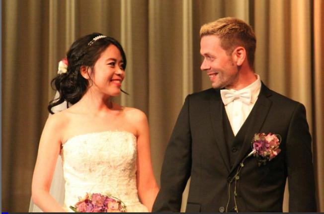 GIFTET SEG: 12. september giftet Emma Wang seg med Curt Inge Eriksen i Familiekirken i Mandal. Bryllupet er ikke gyldig på grunn av manglende prøvingsattest.