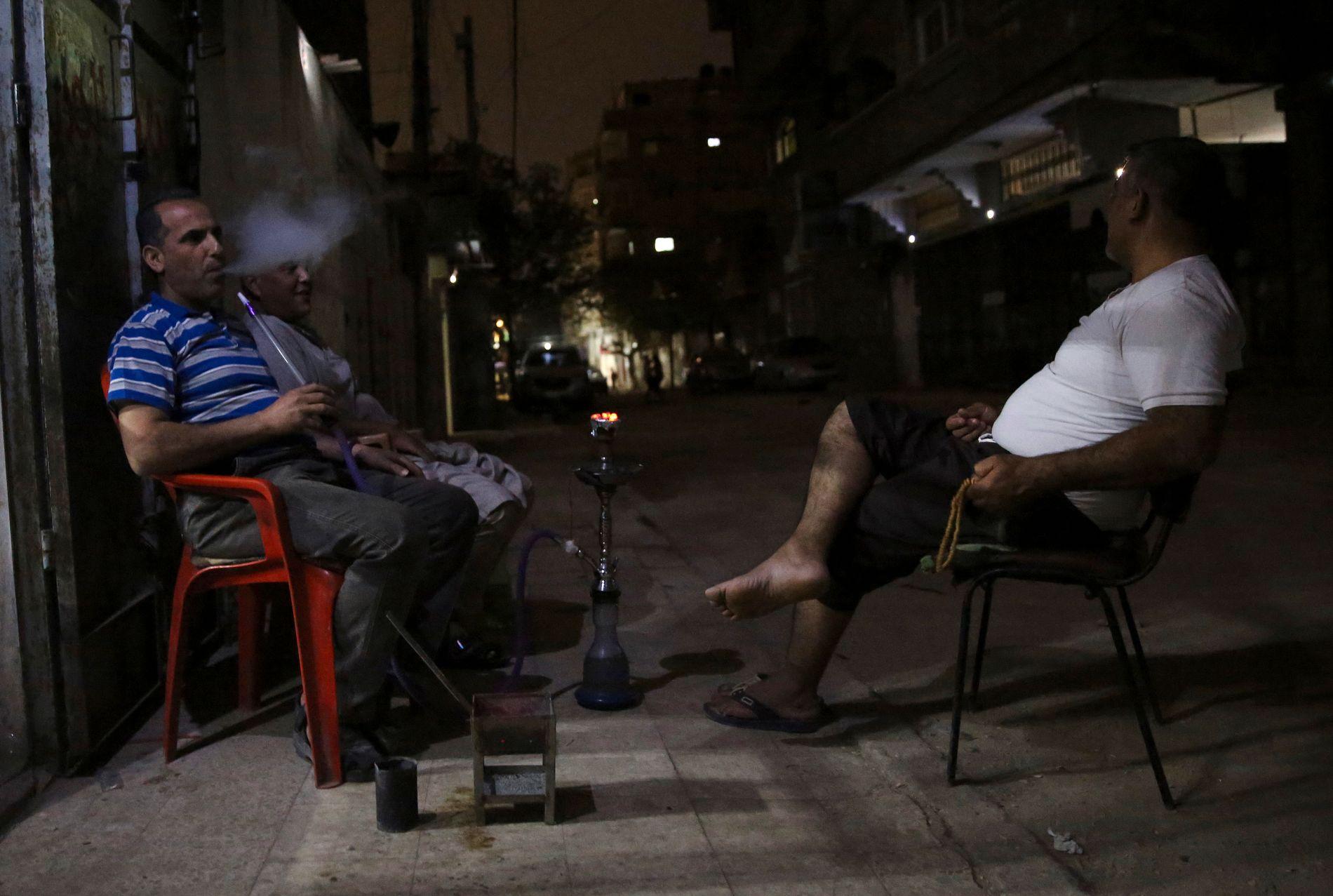 MØRKLAGT: Gazas rundt to millioner innbyggere har nå strøm bare to-tre timer i døgnet. Bildet er fra 30. mai.
