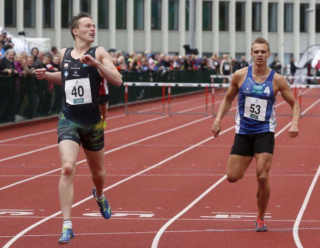 VANT 400 METER HEKK - OG KONGEPOKALEN: Karsten Warholm (til venstre) vant 400 meter hekk foran Øyvind Strømmen Kjerpeset.