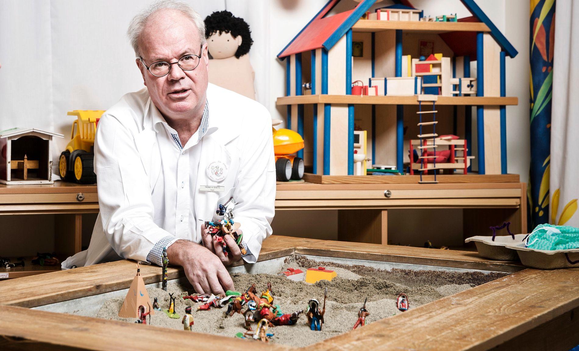 SLÅR ALARM: Avdelingsoverlege og barnepsykiater Trond Diseth ved Oslo Universitetssykehus. Her han avbildet på et av sykehusets barnerom i forbindelse med en reportasje i 2014.