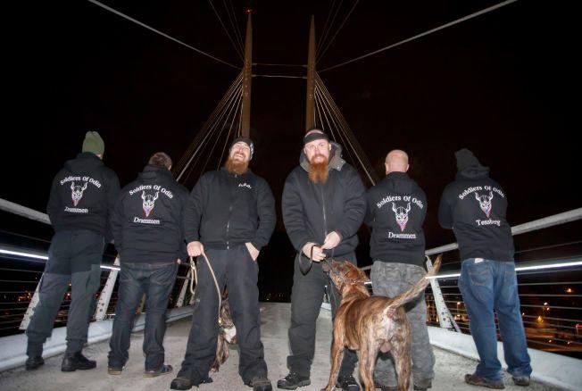 PATRULJERER: Odins soldater patruljerer gatene i Drammen.