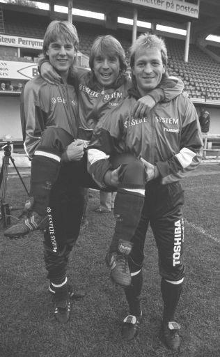ANDRE TIDER: Jan Åge Fjortoft, Mini Jakobsen og Gøran Sørloth før Norge-Ungarn i 1990.