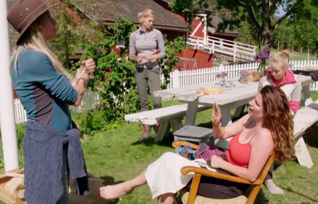KRANGLET PÅ TV: Trude Mostue ba Donna Ioanna om å endre væremåte inne på «Farmen kjendis». Det falt ikke i god jord.