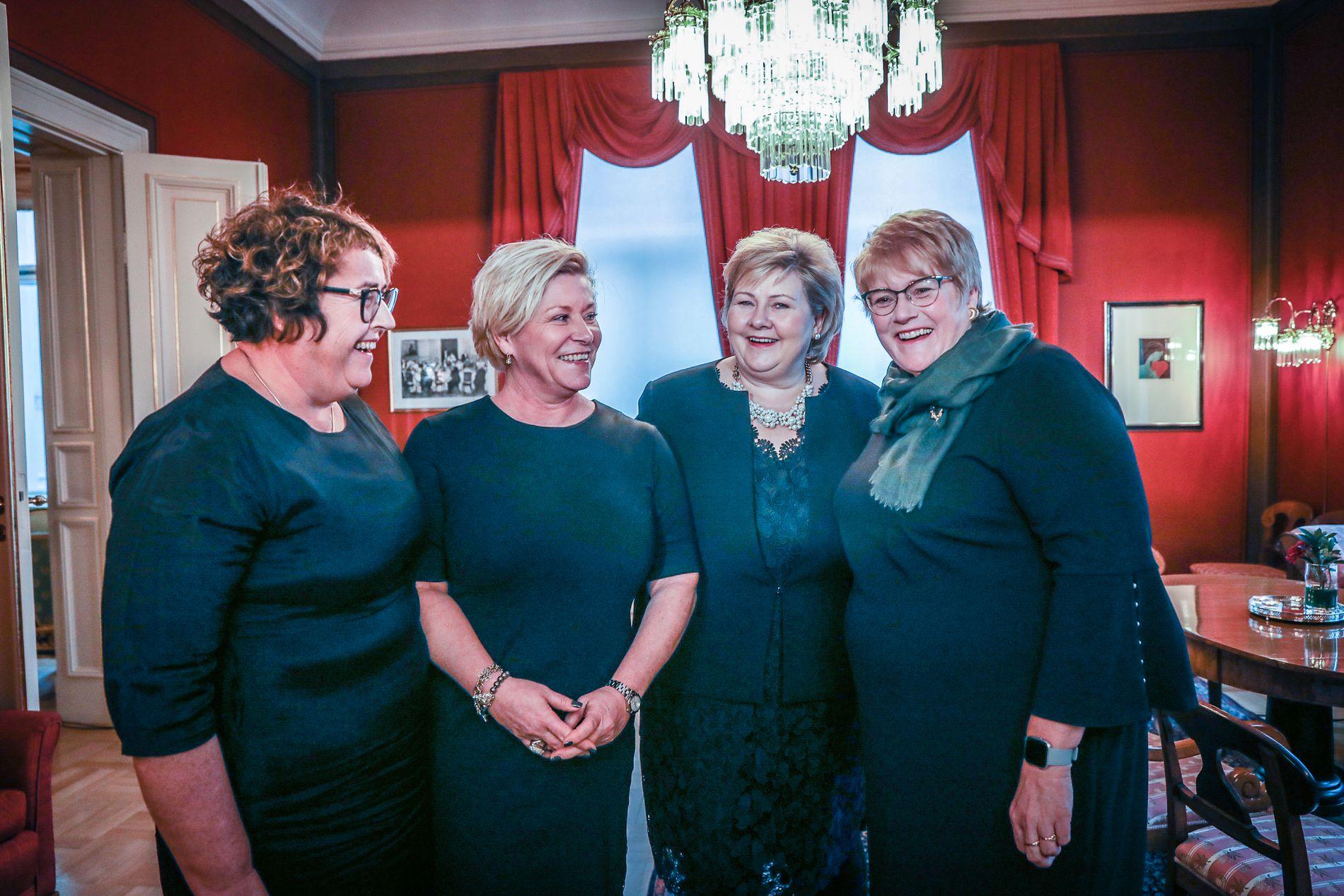 FORNØYDE: Statsminister Erna Solberg var i godt humør da hun presenterte den nye flertallsregjeringen i dag som blir ledet av fire kvinnelige partiledere.