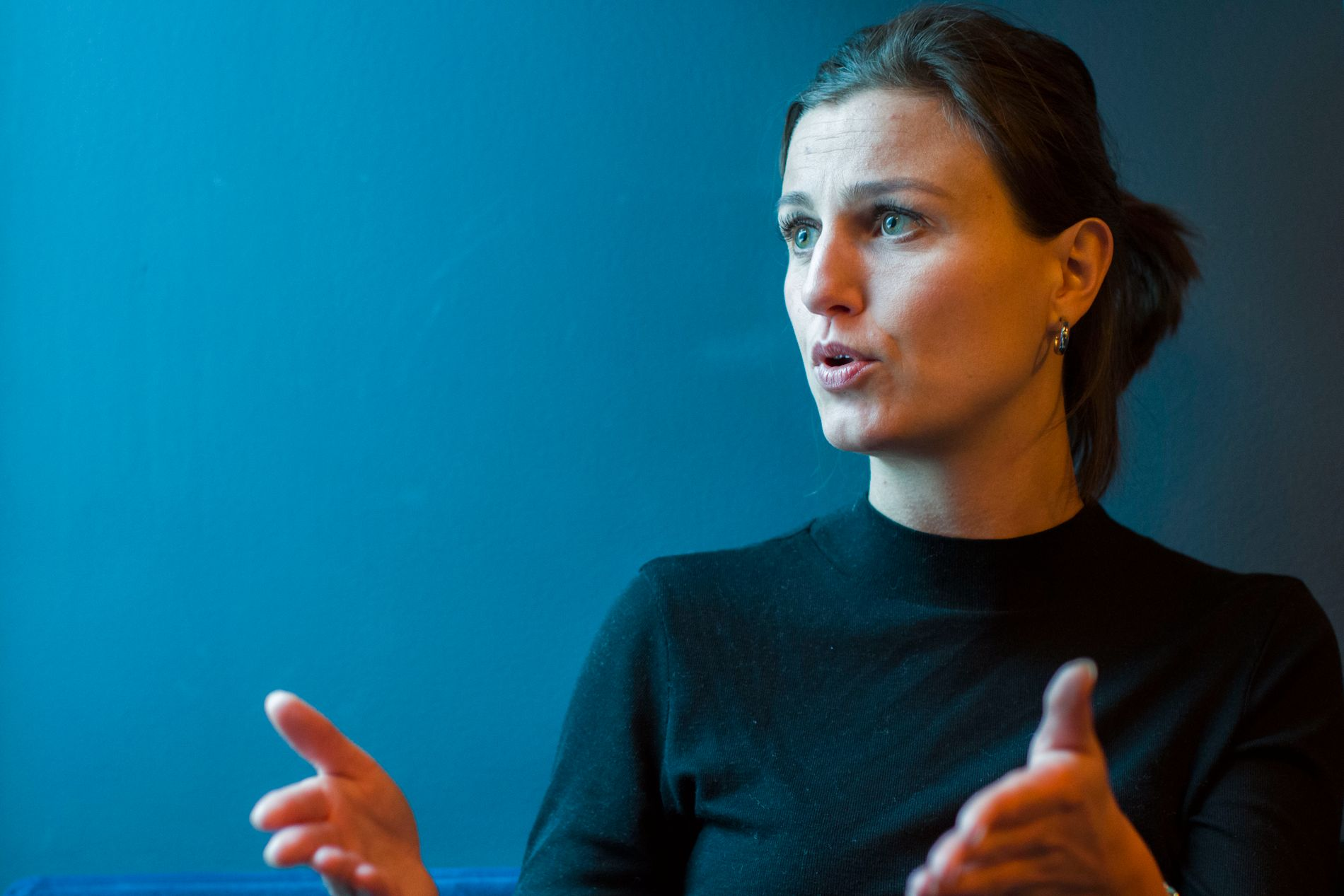 VIL VÆRE GAMMEL: Helga Flatland mener vi har et ekstremt ungdomsideal i dag: alle streber etter å være ung, mens hun selv gleder seg til å bli 50+.