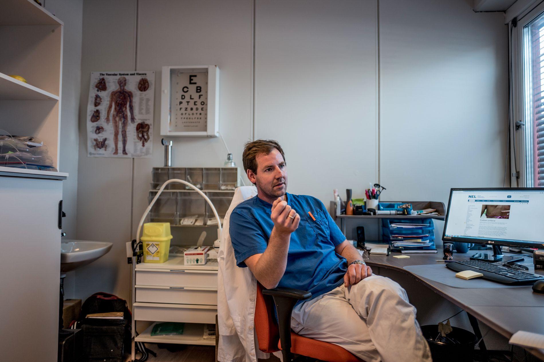 KRITISK: Fastlege Michael Kjærnes Kristensen i Moss er lege for kommunens asylsøkere en dag i uken. – Erfaringene fra denne saken har gjort at jeg har mistet litt av troen på AS Norge, sier han.