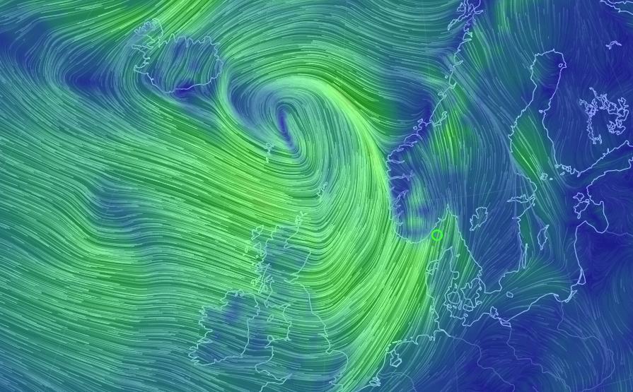 STORMEN TORSDAG: Slik vil uværet arte seg torsdag kveld, med kraftigst vind nord på Vestlandet og i fjellet. Legg merke til den kraftige vinden inn Skagerrak mot Østlandet.
