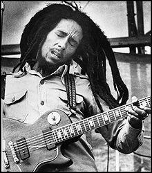 HYLLER HJEMMET: Bob Marleys hjem på Jamaica blir nå hyllet til et nasjonalt monument. Hjemmet hans er et musikkstudio og tiltrekker seg mengder av turister hvert år. Foto: AP