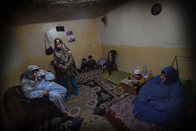 NÆROMRÅDE: De syriske flyktningebarna Firas og Amar bor med mor og bestemor i et betongrom uten vinduer i Jordans hovedstad. Faren er savnet i Syria. Kronikkskribent Ayesha Wolasmal bor for tiden i Jordan, der det nå oppholder seg over 600.000 flyktninger fra krigen i nabolandet Syria.