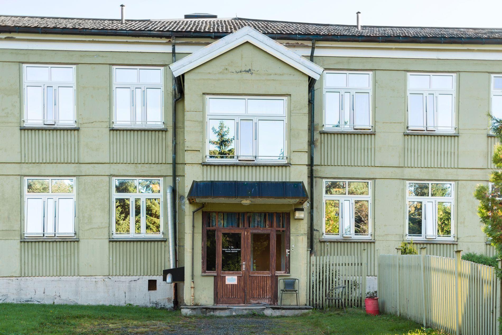 SYKEHUS: Helse Møre og Romsdal har iverksatt gransking etter VGs avsløringer om tvangsbruk ved Hjelset (bildet) og i Ålesund.