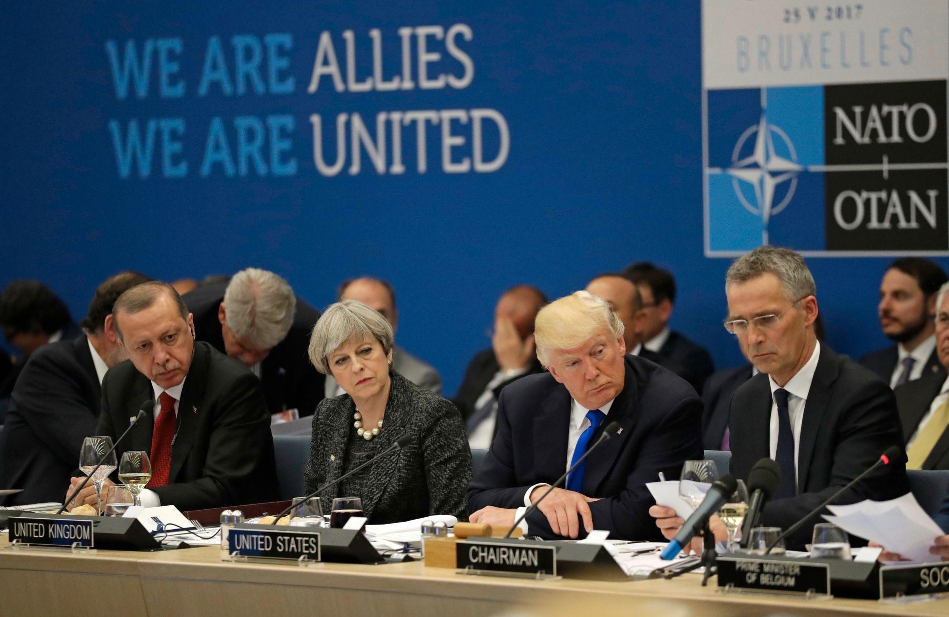 PÅ NATO-TOPPMØTE: Tyrkias president Recep Tayyip Erdogan, Storbritannias statsminister Theresa May, USAs president Donald Trump og Jens Stoltenberg, NATOs generalsekretær, på NATOs toppmøte i Brussel i mai.