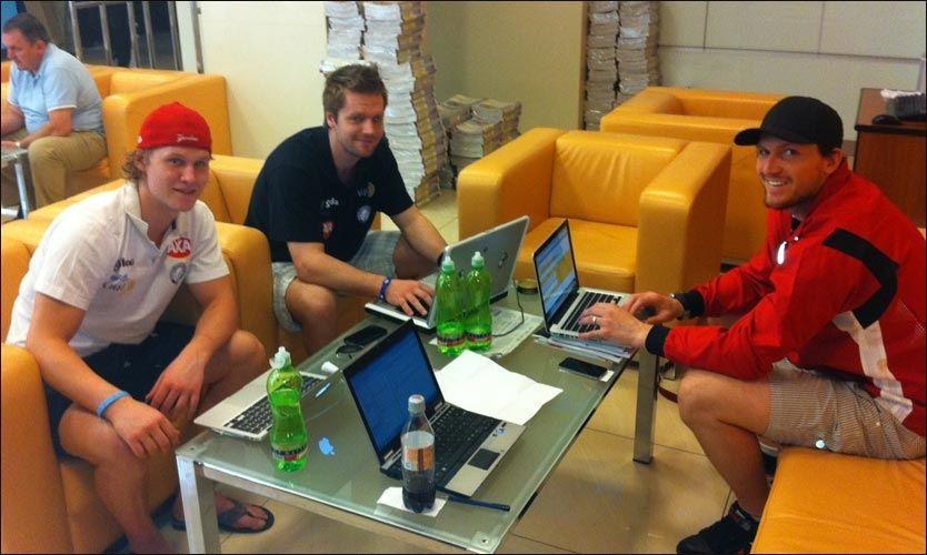 SVARTE PÅ SPØRSMÅL: Alexander Bonsaksen (fra venstre), Lars Haugen og Ole-Kristian Tollefsen fikk en rekke spørsmål under nettmøtet med VG Netts lesere. MMS-foto: Bjørn S. Delebekk