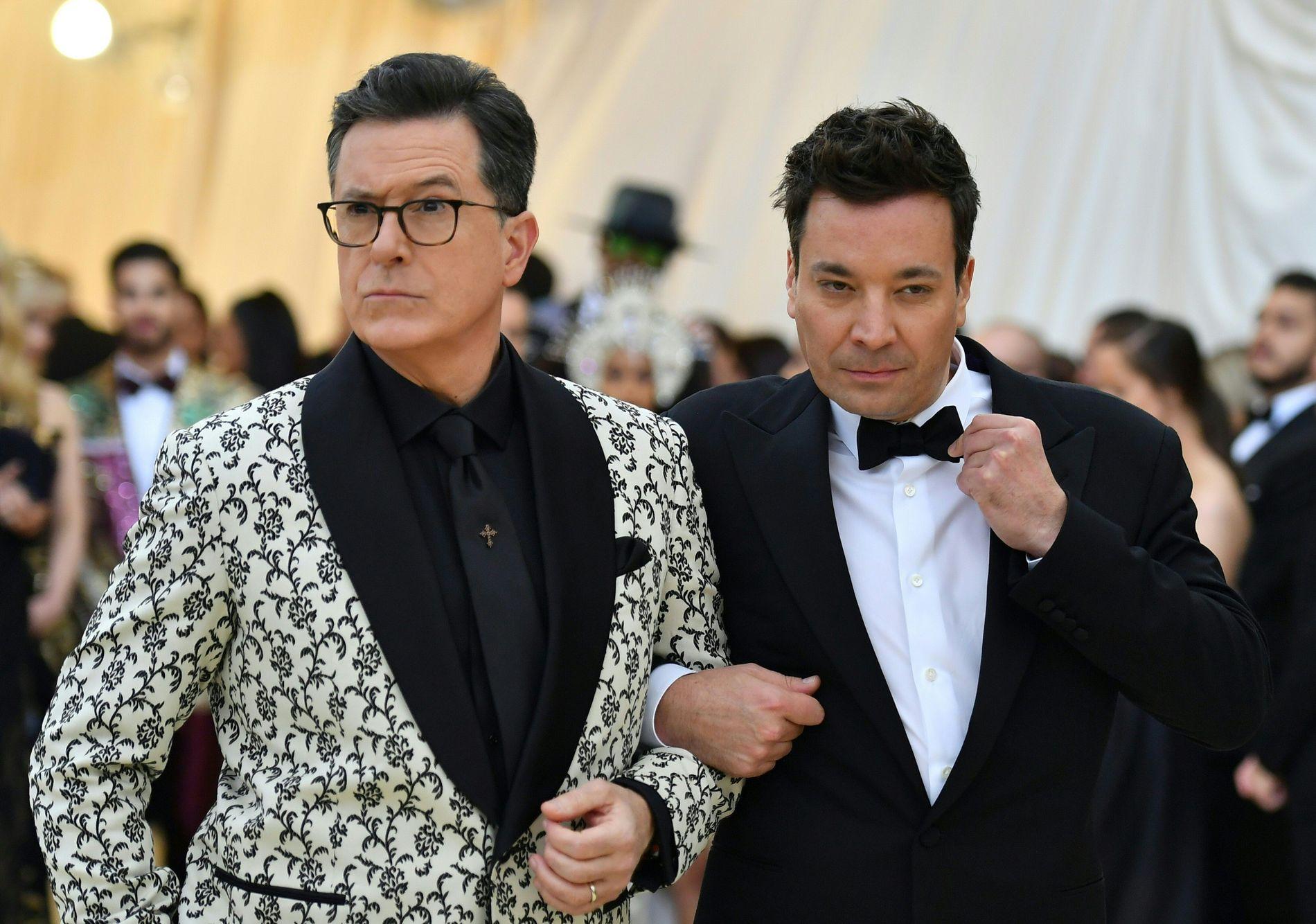 PÅ LAG: Stephen Colbert og Jimmy Fallon på rød løper under Met-gallaen i New York tidligere i år.