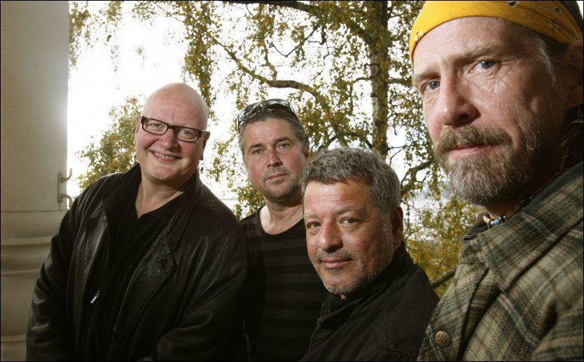 DØDE: Yngve Moe (nummer to fra venstre) døde mandag. Her sammen med bandmedlemmene Frode Alnæs (f.v), Bjørn Jensen og Øivind Elgenes. Foto: NTB Scanpix
