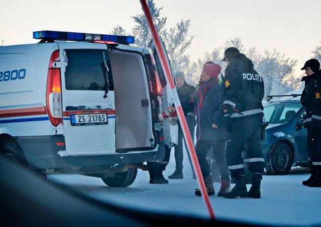 - VILLE HJELPE: Merete Eriksson forteller til VG at hun følte hun måtte hjelpe asylsøkerne ved mottaket i Kirkenes. Etter å ha fraktet flere asylsøkere bort fra mottaket, ble hun fraktet vekk av politiet.