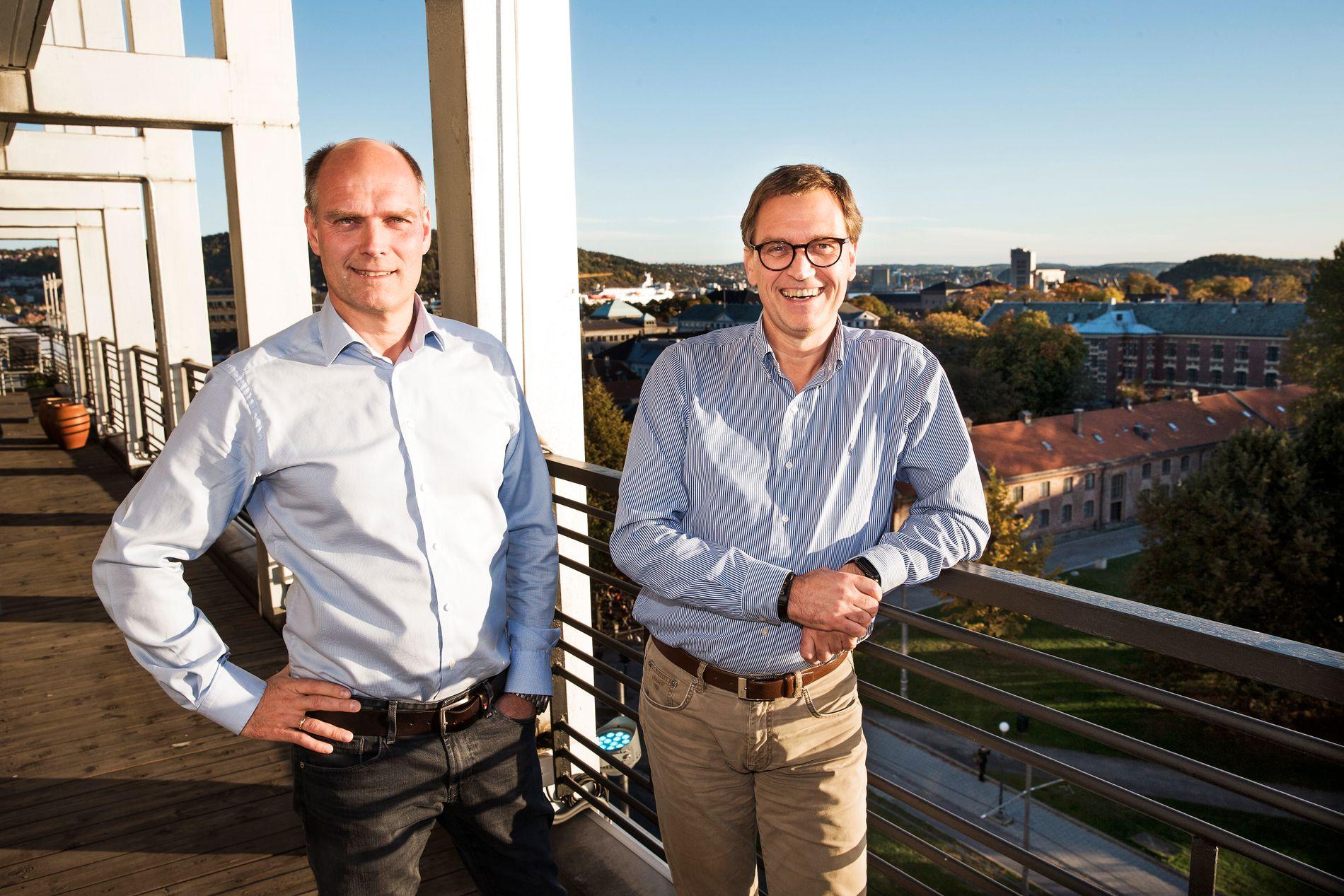 AKTIVE BRØDRE: Brødrene Kristian (til høyre) og Roger Adolfsen er likestilte hovedeiere i Norlandia Care Group, og har tjent gode penger på blant annet barnehager, sykehjem og asylmottak. Her er de avbildet på terrassen utenfor kontorene i Rådhusgaten i Oslo.