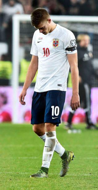 SLÅTT UT: Markus Henriksen depper etter 1-2-tapet i Budapest.
