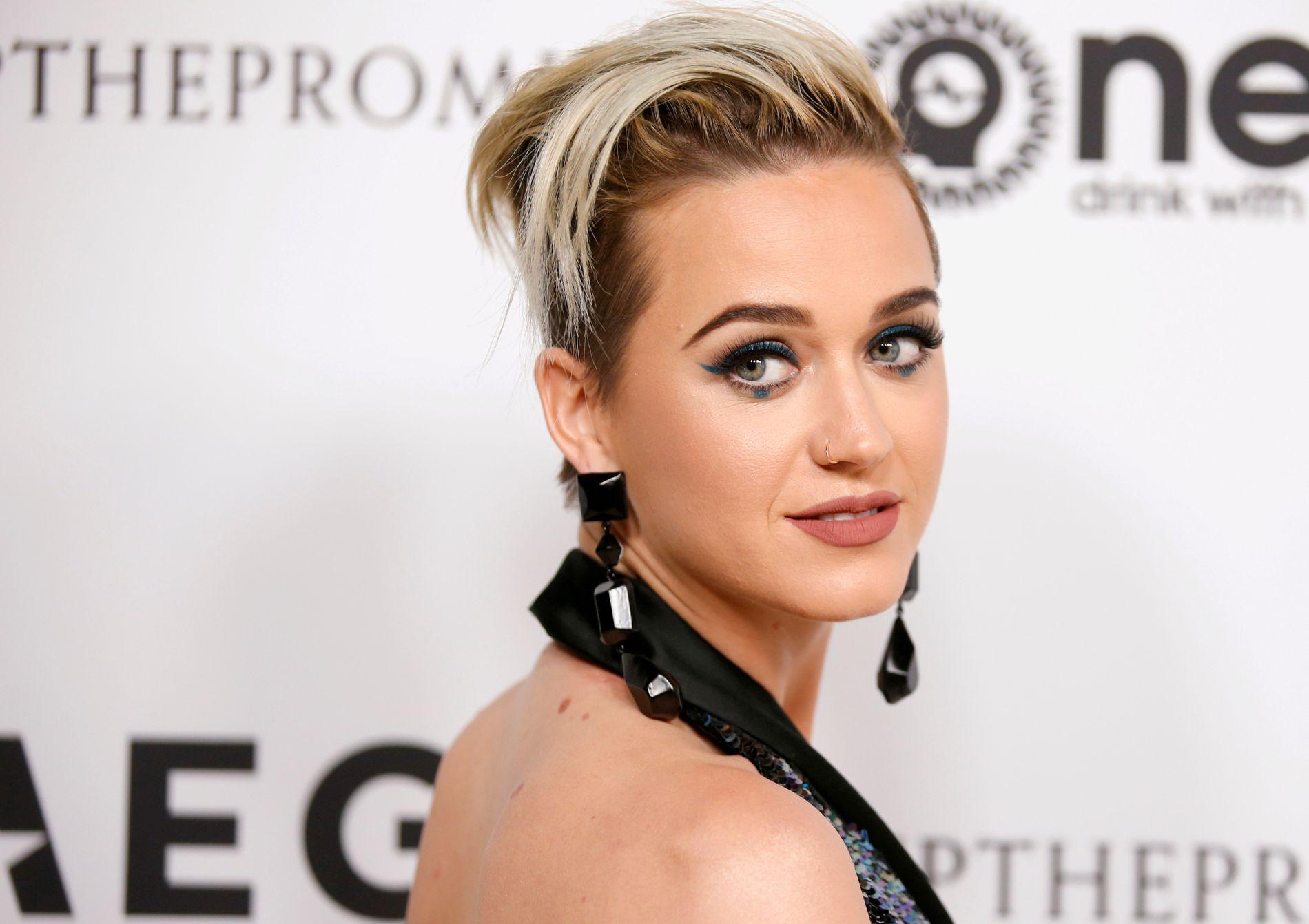 FREIDIG: Katy Perry, her på en veldedighetsgalla i Los Angeles i fjor.