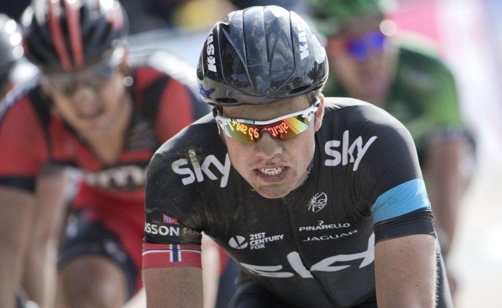 I ROUBAIX I HELGEN: Edvald Boasson Hagen endte som nummer 21 i Paris-Roubaix i helgen. Her er han i den nordfranske byen etter målgang søndag. Foto: Daniel Sannum Lauten