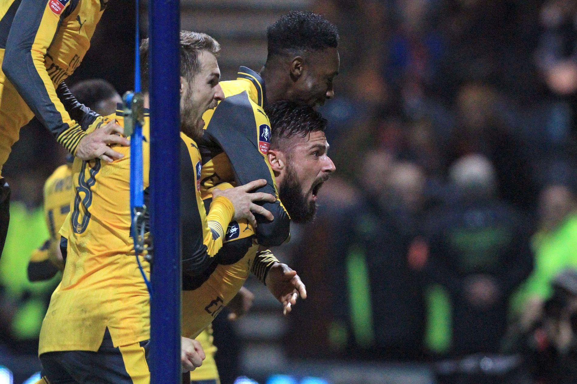 DRAMATISK: Olivier Giroud skrek av glede etter å ha sendt Arsenal videre i FA Cupen bare noen minutter før slutt mot Preston.