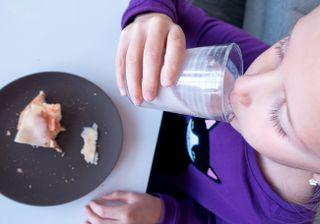 SKOLEMAT: Stavanger og Oslo FNB vil tilby elever et gratis måltid ved norske skoler.