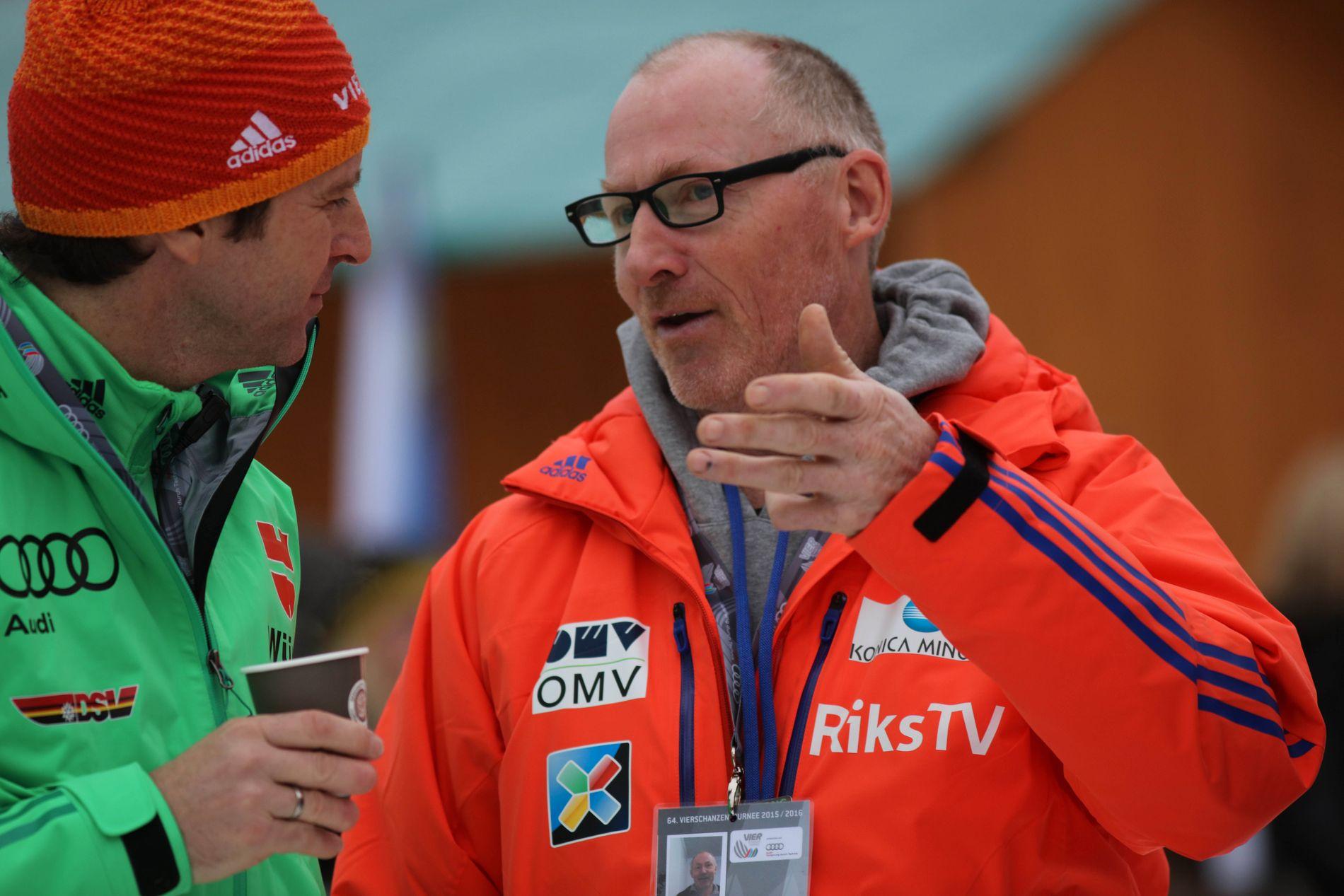FULL AV LOVORD: Roger Ruud (til høyre) er stolt av Maren Lundby, som tok sitt første individuelle OL-gull mandag.