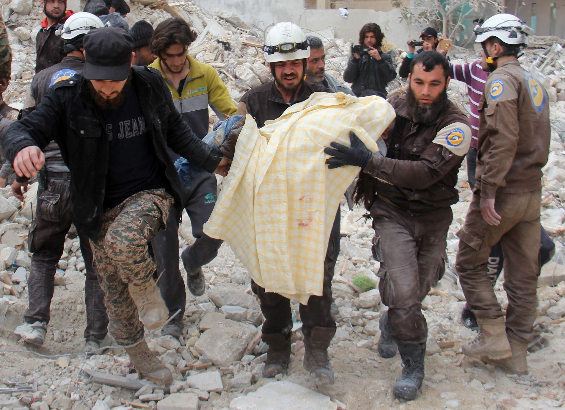 KONSPIRASJONSTEORI?  De viktigste anklagene har gått på at den syriske hjelpeorganisasjonen De Hvite Hjelmene samarbeider med den islamistiske terrororganisasjonen al-Qaida, eller er vestlige agenter.