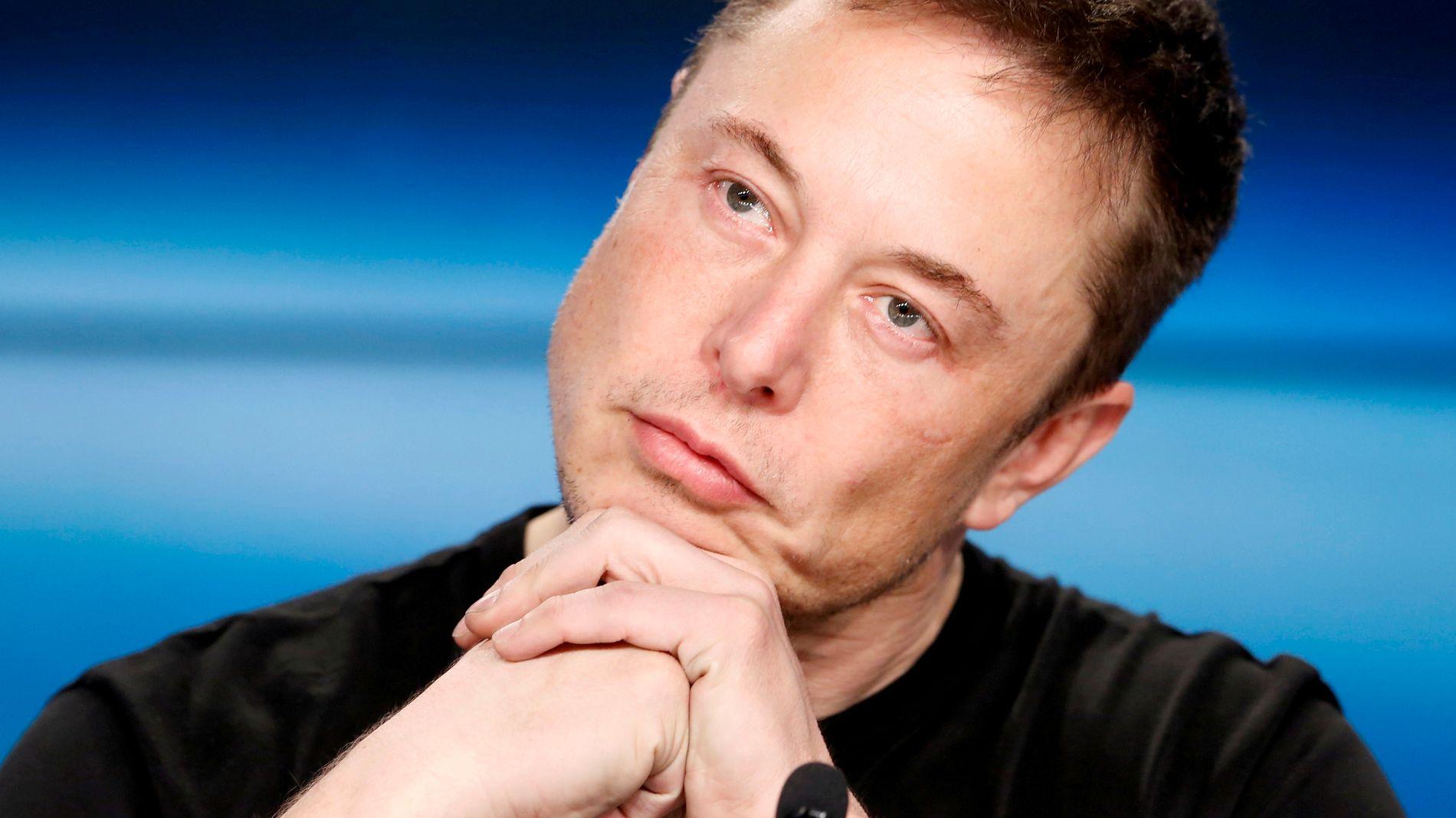 DYSTE FREMTIDSUTSIKTER: Elon Musk har skapt spekulasjoner etter at han ha tvitret om å ta Tesla av børs. En dårlig idé om det er sant, mener E24-spaltist Salvador Baille.