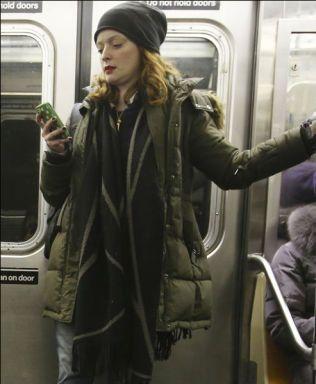 Kelley Rea O'Donnell har lagt ut bilder av såkalt «manspreading» på Twitter i tre år.