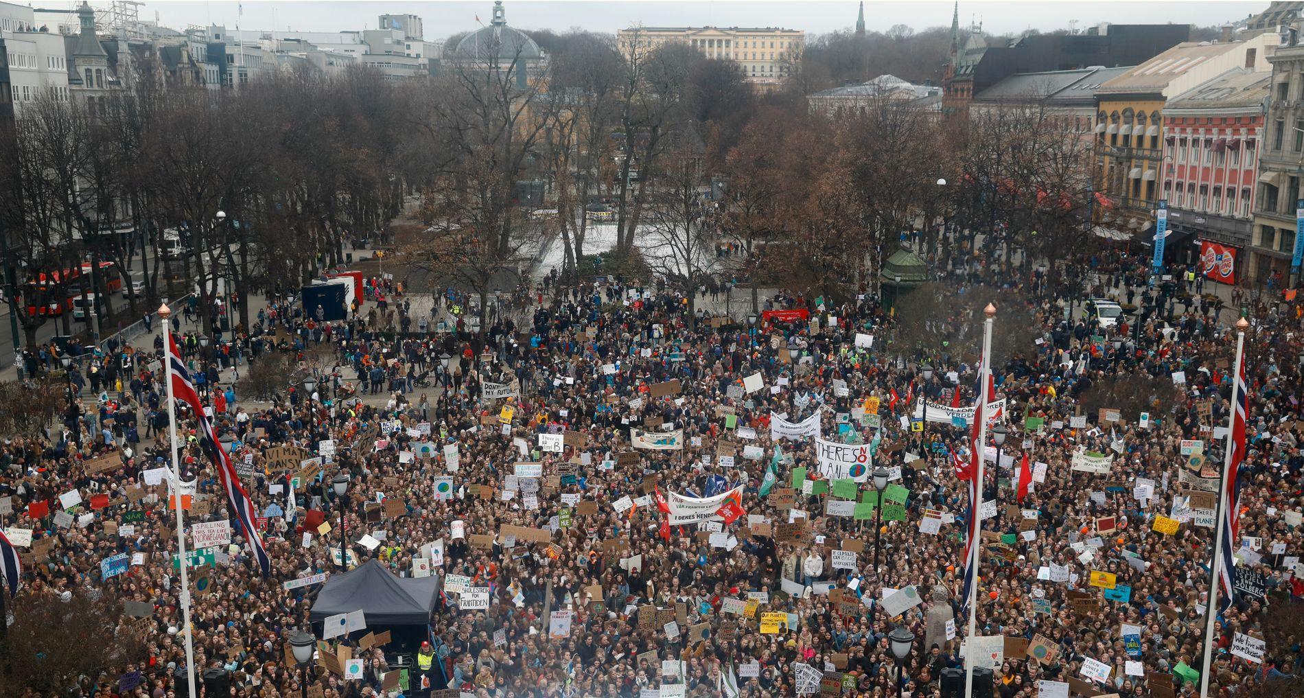 KLIMASTREIK: 22. mars møtte streikende skoleungdommer opp utenfor Stortinget i Oslo.