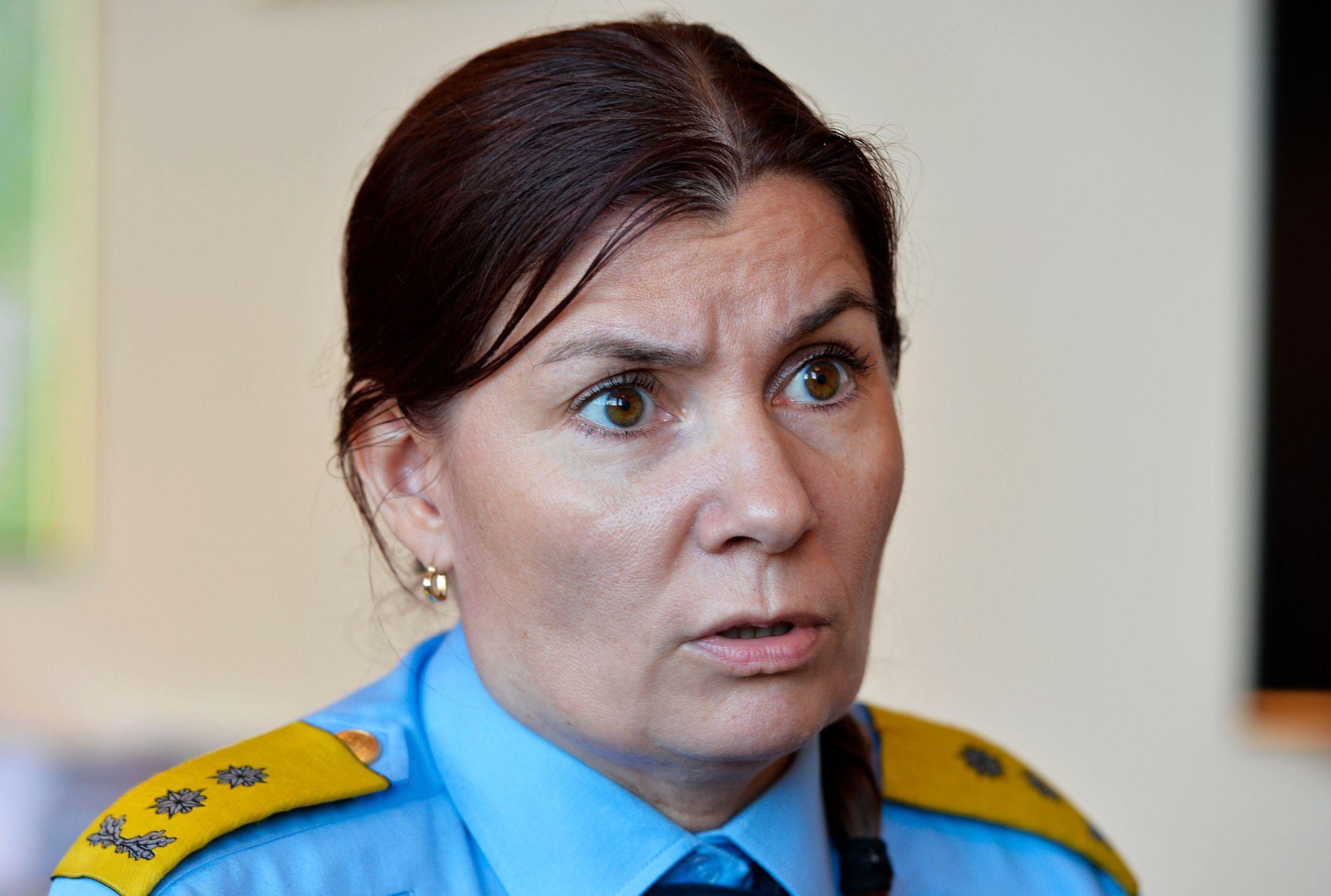 ETTERFORSKES: Politimester Ellen Katrine Hætta, her avbildet i forbindelse med en drapssak i Kirkenes i 2016.