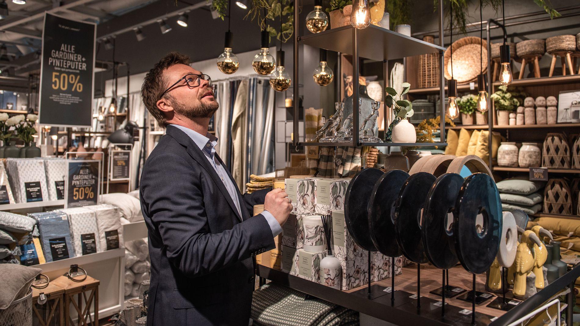 MERKER KRONEFALL: Anders Fjeld, administrerende direktør i Kid. Svak krone gjør det dyrt med innkjøp i dollar.