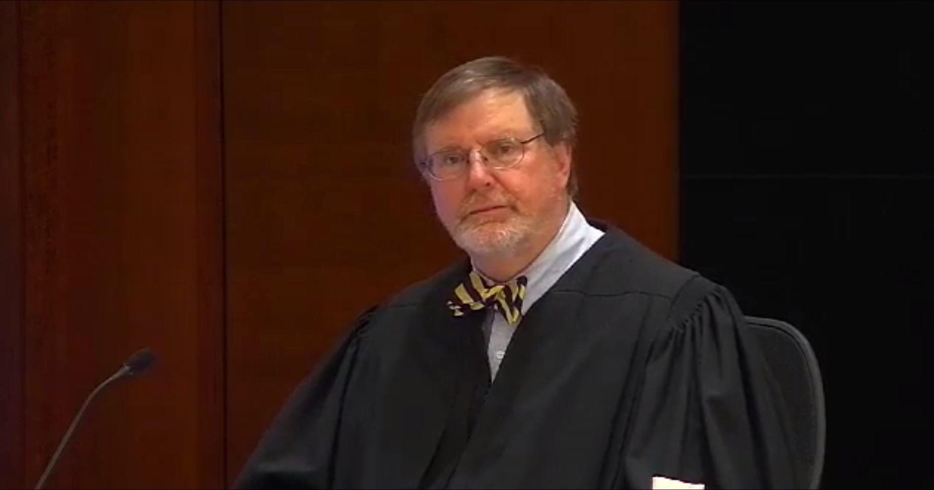 STANSET TRUMP: Den føderale dommeren James Robart er mannen som foreløpig har satt en stopper for Donald Trumps omstridte innreiseforbud. Foto: AFP
