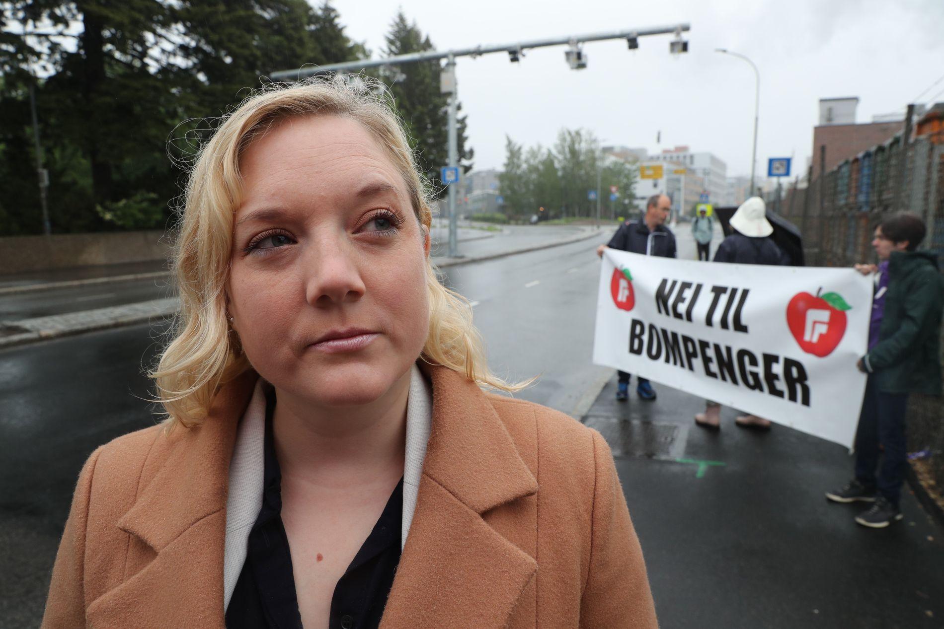 FRYDEFULL: 1.kandidat i Oslo Frp, Aina Stenersen, er tilfreds med Frp sin måling i Oslo. Her avbildet på en markering i forbindelse med innføring av nye bompenger i Oslo.