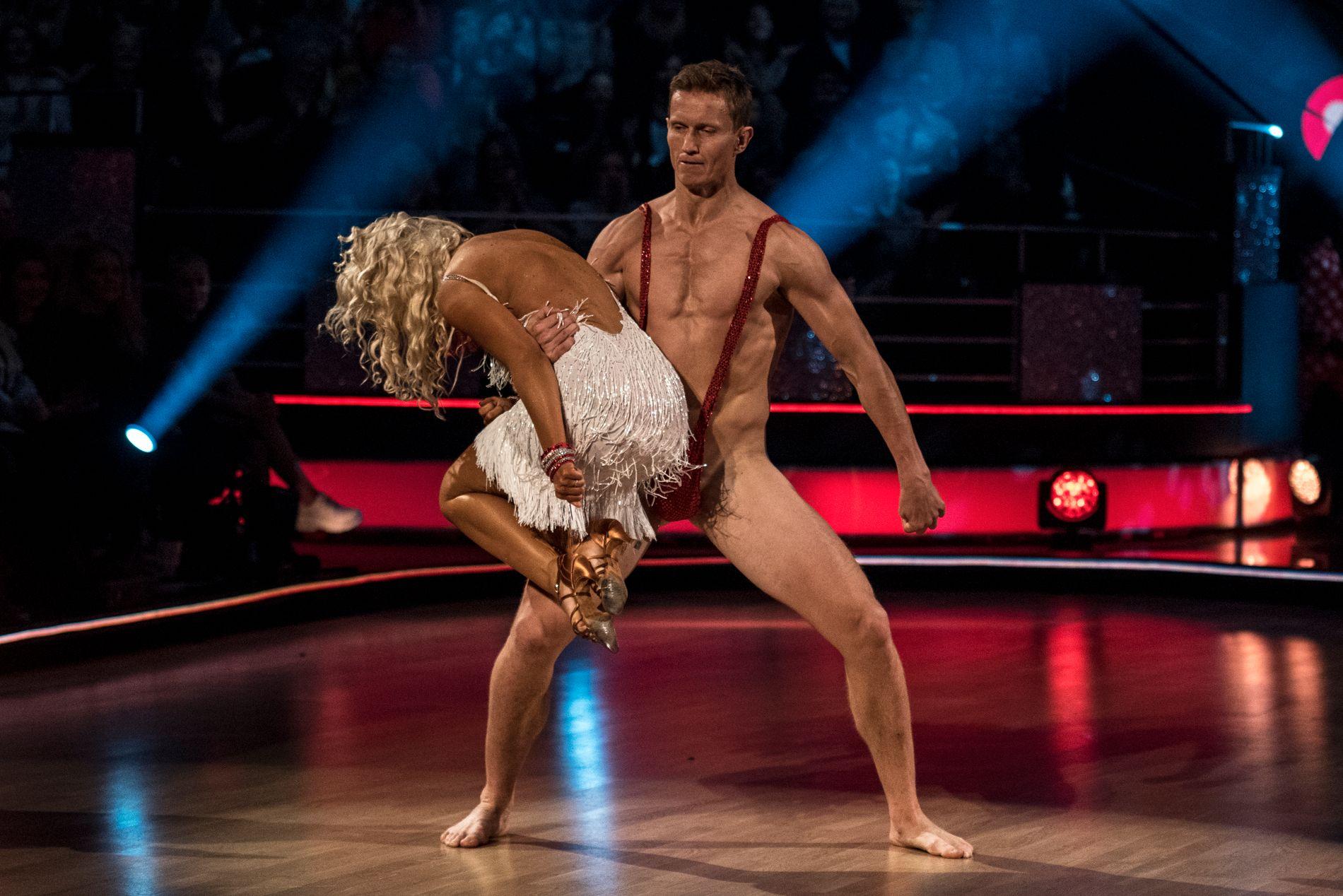UTE AV DANSEN: Hverken dansepartneren, dommerne eller programlederne var klar over Frank Løkes nesten-nakenstunt.