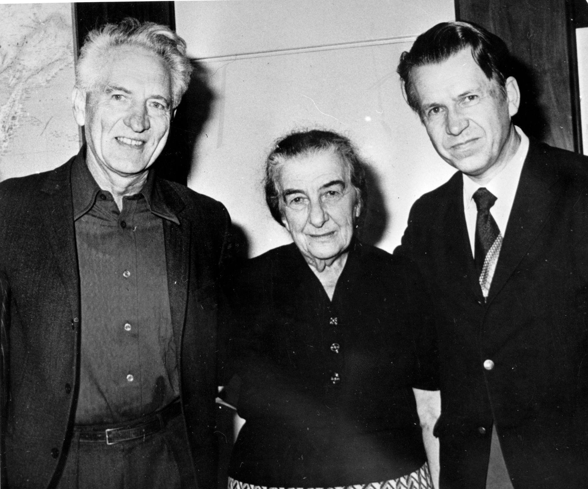 Aps partisekretær Haakon Lie var en av Israels statsminister Golda Meirs nære venner. Til høyre pastor Kaare Lunde.