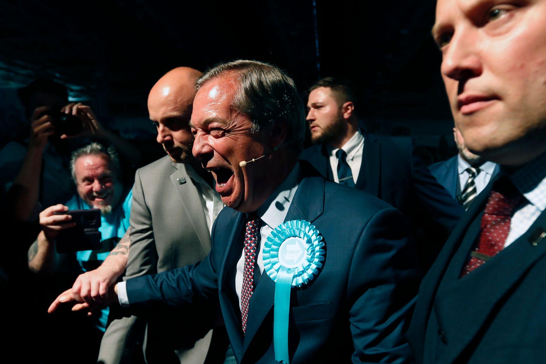 JUBLENDE GLAD: Brexit-general Nigel Farage sitt nyoppstartede parti, Brexit Party, har gjort et brakvalg.