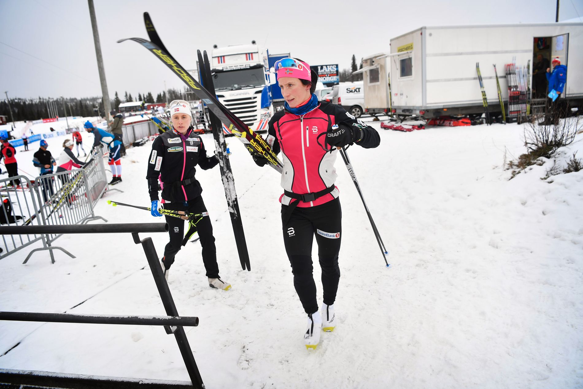 DROPPER TOUREN: Marit Bjørgen på vei ut til en treningsrunde i lett snøvær på Beitostølen i dag.
