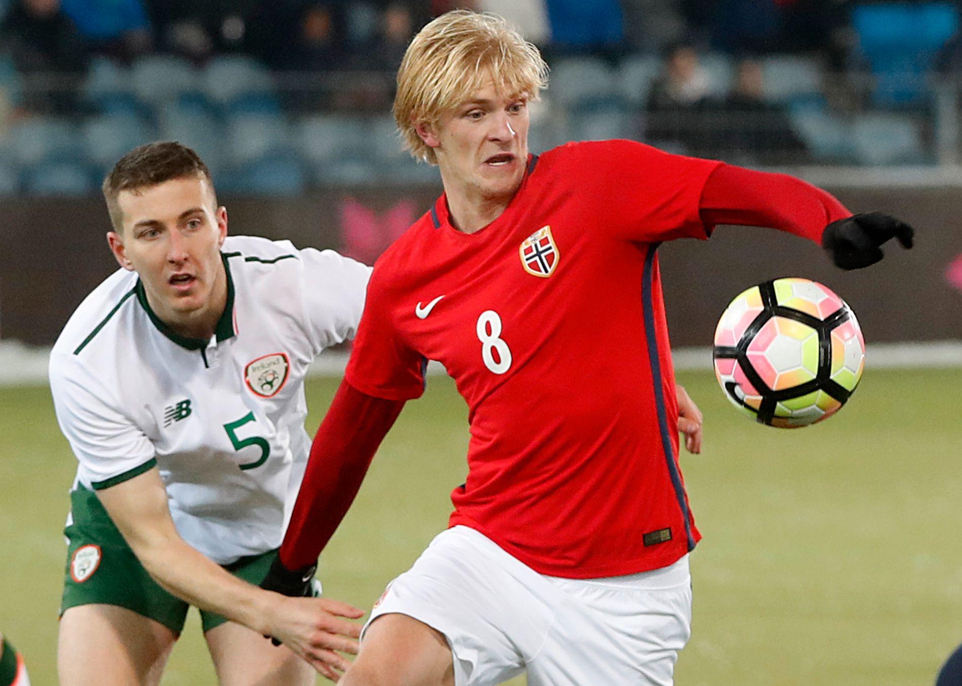 REAGERER: Morten Thorsby, her i aksjon for Norges U21-landslag mot Irland i november, ble tatt på sengen av synet mange har på homofile i internasjonal fotball.