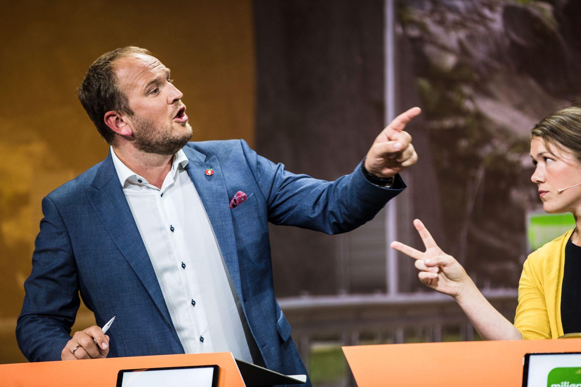 IMOT VEIPRISING: Samferdselsminister Jan Georg Dale (Frp) i debatt med Une Aina Bastholm (MDG) under Arendalsuka tirsdag ettermiddag.