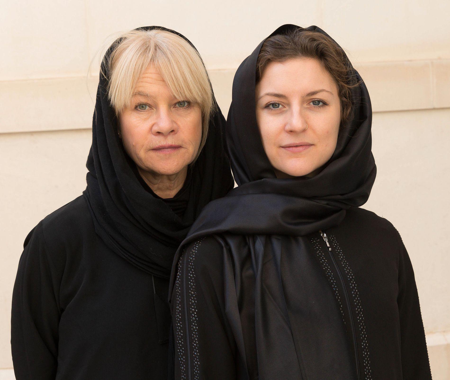 VG I SAUDI-ARABIA: Fotograf Janne Møller-Hansen (t.v.), og journalist og kommentator Ingeborg Huse Amundsen.