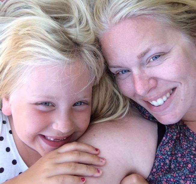 INGEN SKAM Å SNU: Tine- Jarmila Sir (28) var fast bestemt på at datteren Amanda ikke skulle få vaksiner da hun ble født. Syv år etter har hun ombestemt seg og ber datteren om unnskyldning.