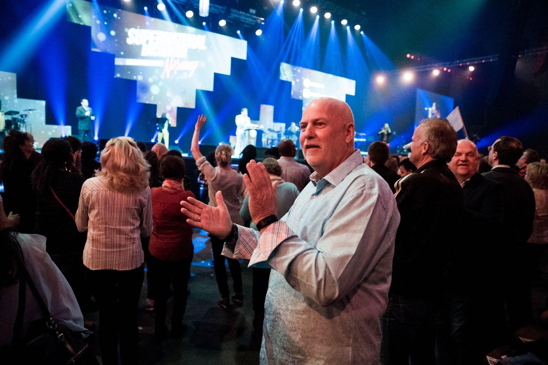 LEDER: Jan Hanvold er grunnlegger og sjef av TV-kanalen TV Visjon Norge, her avbildet i et «Jesus lever»-arrangement i Telenor Arena i mai i fjor.