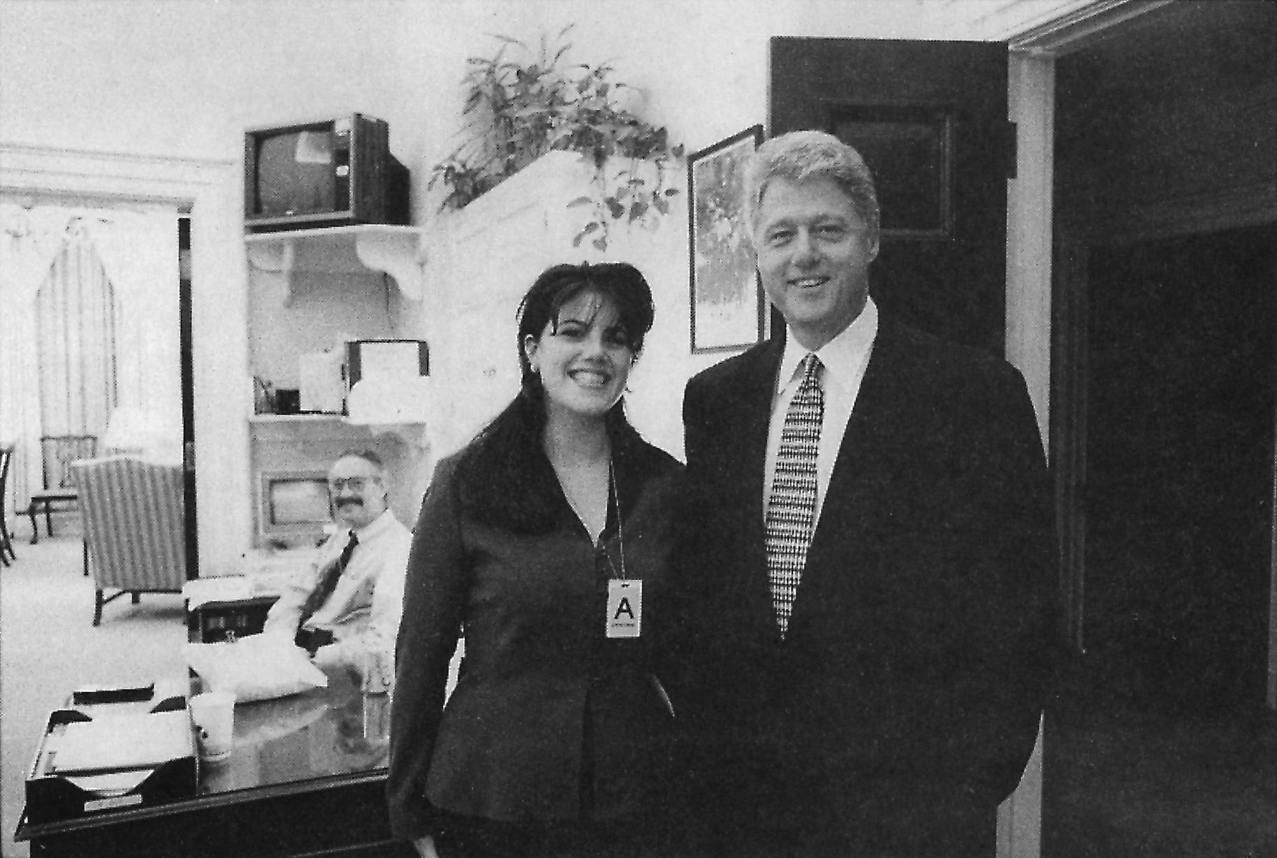 STOR ÅPENHET: Etterforskningsrapporten rundt affæren mellom Bill Clinton og Monica Lewinsky ble gjort offentlig for hele verden i 1998.
