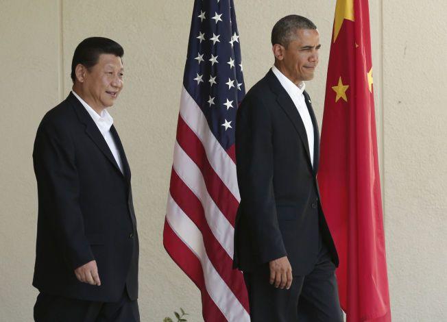 TOPPMØTE: President Barack Obama tok i mot Kinas president Xi Jinping i California i juni 2013. Mandag møtes de i Beijing.